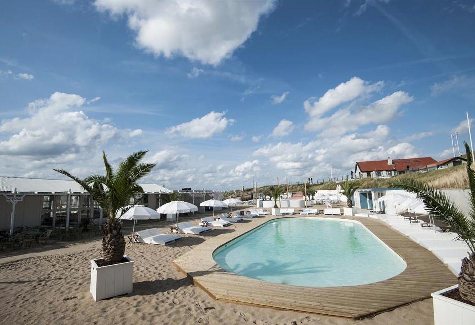 Verwarmd zwembad bij george no 5 op strand zandvoort chefs friends - Zwembad met strand ...