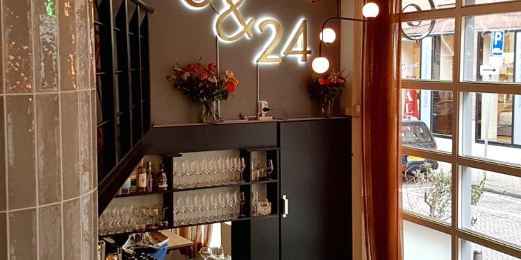 Restaurant 6&24 Den aag logo raam